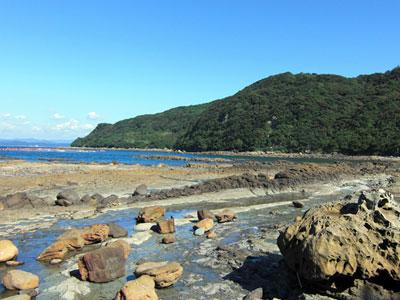 串の浜岩脈